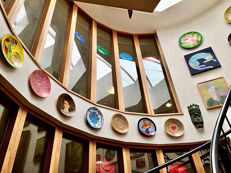 Kunstatelier verkoopt kunstvoorwerpen